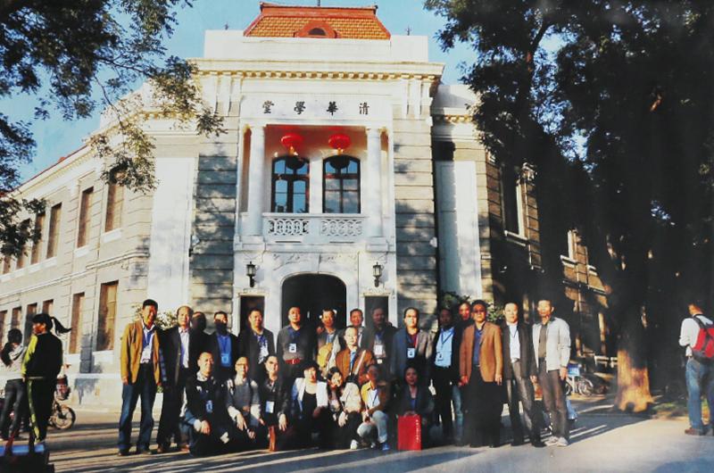 冯雪林和书法家校友在清华学堂合影