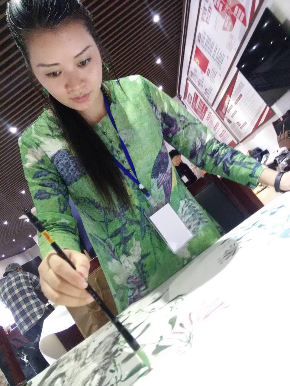 人民画院杭州分院会员、知名书画艺术家�U贵芬创作