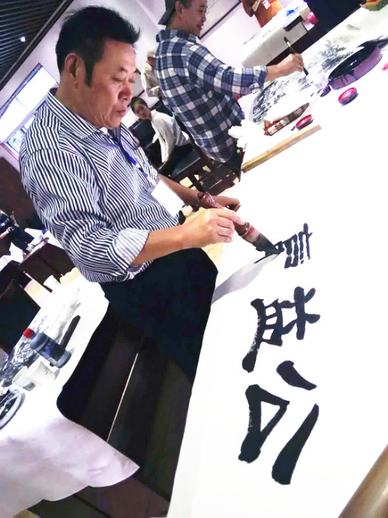 """冯雪林为中国公益在线题词""""公益赢天下"""""""