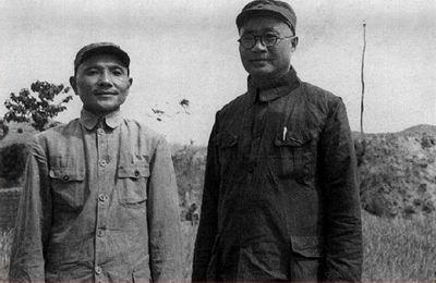 刘伯承师长和邓小平政委合影