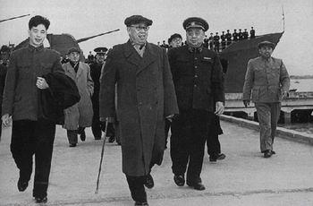 罗荣桓元帅到海军部队视察