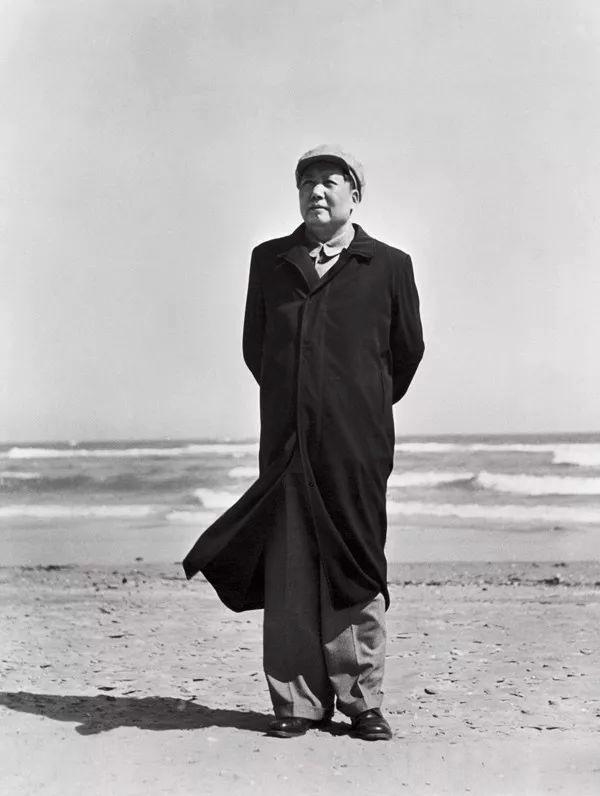 1954年毛主席在北戴河海滨