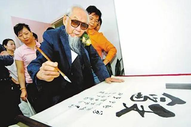文怀沙:年龄造假、作品拼凑,是真正的国学大师,还是小丑作恶?